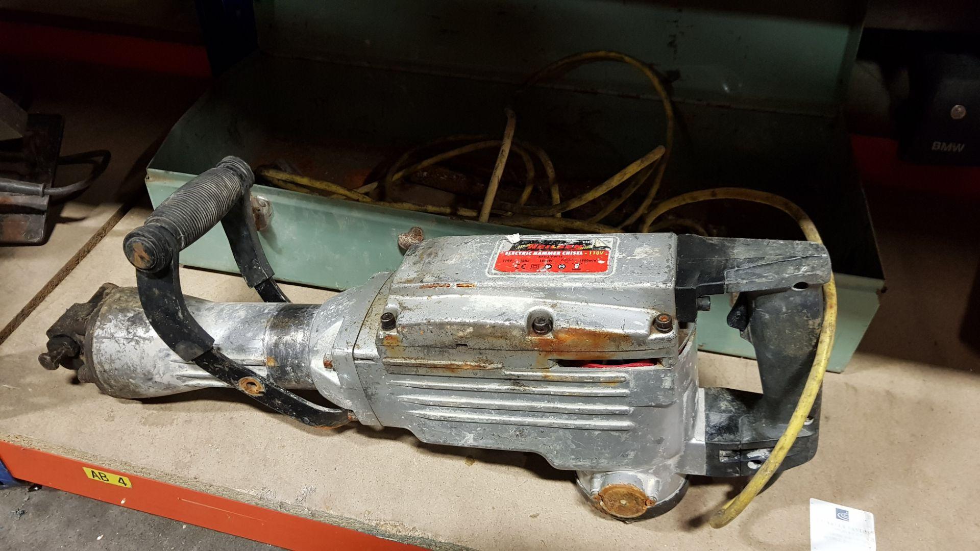 NEILSEN ELECTRIC HAMMER CHISEL 110V IN METAL CASE