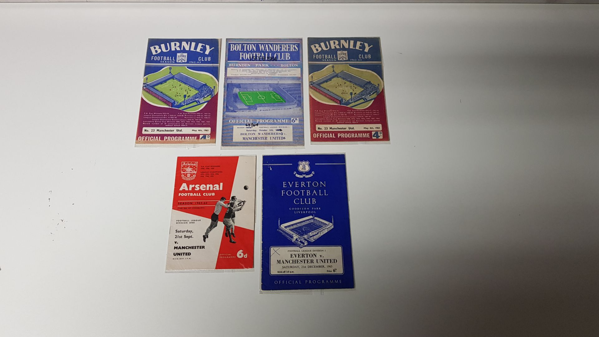 5 X MANCHESTER UNITED AWAY PROGRAMMES FROM THE 1963 SEASON TO INCLUDE MANCHESTER UNITED VS BOLTON - Image 2 of 2