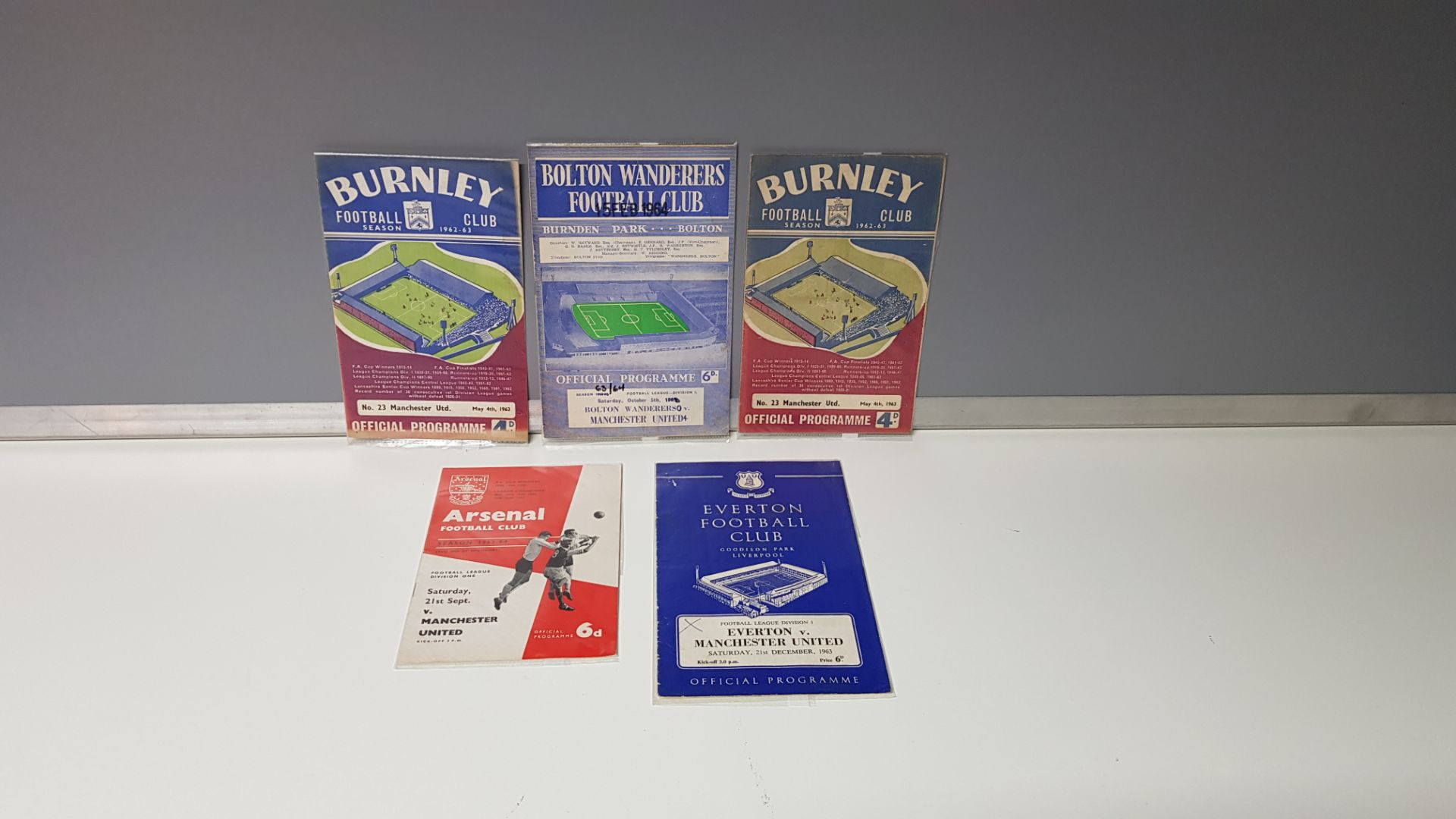 5 X MANCHESTER UNITED AWAY PROGRAMMES FROM THE 1963 SEASON TO INCLUDE MANCHESTER UNITED VS BOLTON