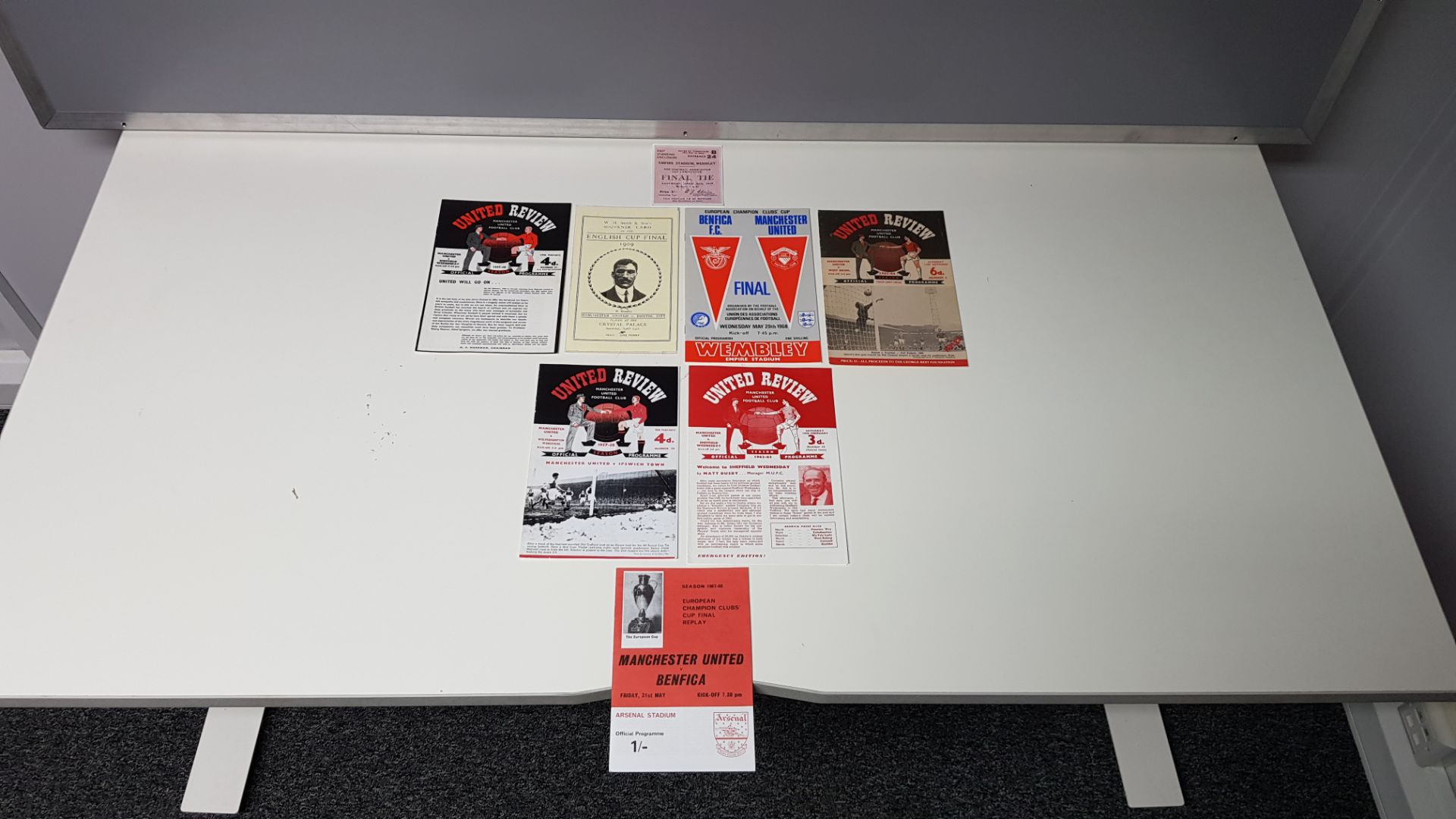 8 X REPLICA MANCHESTER UNITED PROGRAMMES #COPIES.. & 1 X COPY TICKET STUB - FURTHER INFO ON ONLINE - Image 2 of 2