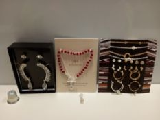 APPROX 110 + AVON ACCESSORIES CONTAINING MADDY GIFTSET - 4 X BRACELETS, 6 X PAIRS OF EARRINGS AND