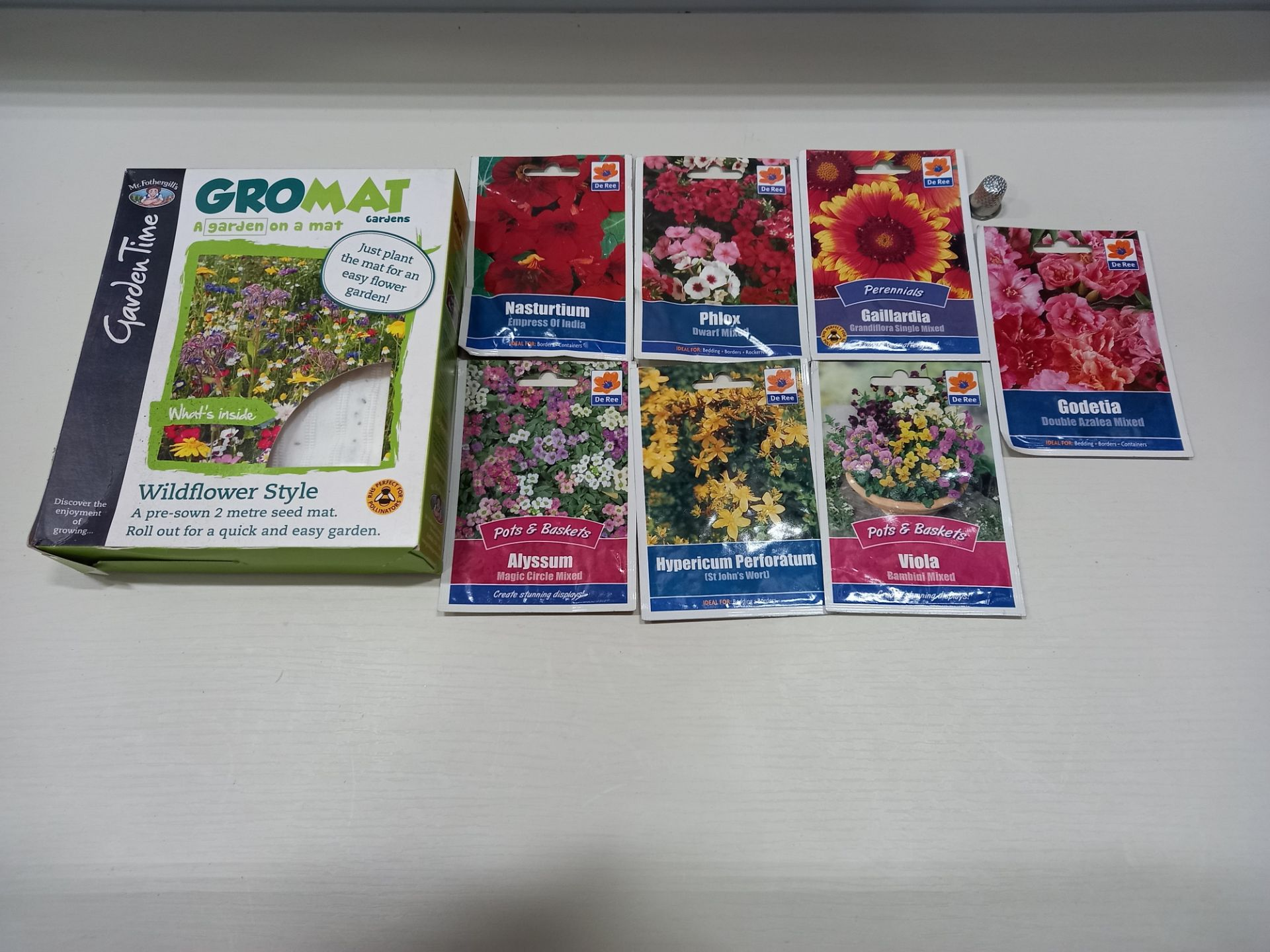 LARGE QUANTITY OF SEEDS TO INCLUDE - APPROX 1186 PACKS OF VARIOUS SEEDS AND APPROX 125 X PACKS OF (