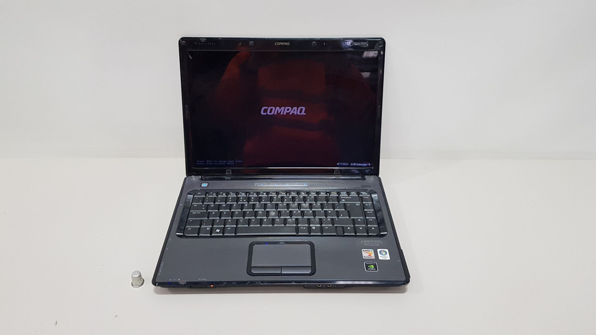 COMPAQ V6000 LAPTOP NO O/S - WITH CHARGER