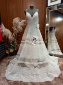 1 X (PRONOVIAS BARCELONA CONTEMPORARY GODDESS ROSSANA) MODEL - ROSSANA OFF WHITE TL & BDHL & PD SIZE