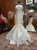 1 X (ZAC POSEN FOR WHITE REESE) WEDDING DRESS MODEL - REESE OFW OTOMAN COLOUR - OFF WHITE SIZE -
