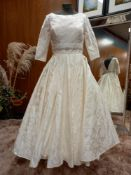1 X (LOULOUBRIDALWEAR) WEDDING DRESS TRADITIONAL FLORAL PRINT COLOUR - IVORY SIZE - 14