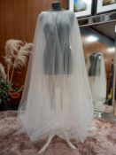 1 X VEIL DESIGN - WINDSOR 16904 COLOUR - IVORY SIZE - UK12 RRP - £275