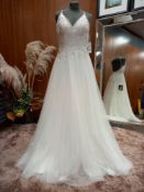 1 X (PRONOVIAS BARCELONA ETHEREAL ROMANA VOLANTIA) WEDDING DRESS MODEL - VOLANTIA OFW/L.S TLMB &