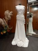 1 X (PRONOVIAS BARCELONA MELVA MODERN) WEDDING DRESS MODEL - MELVA OFF WHITE/CRST CREPE & TL &
