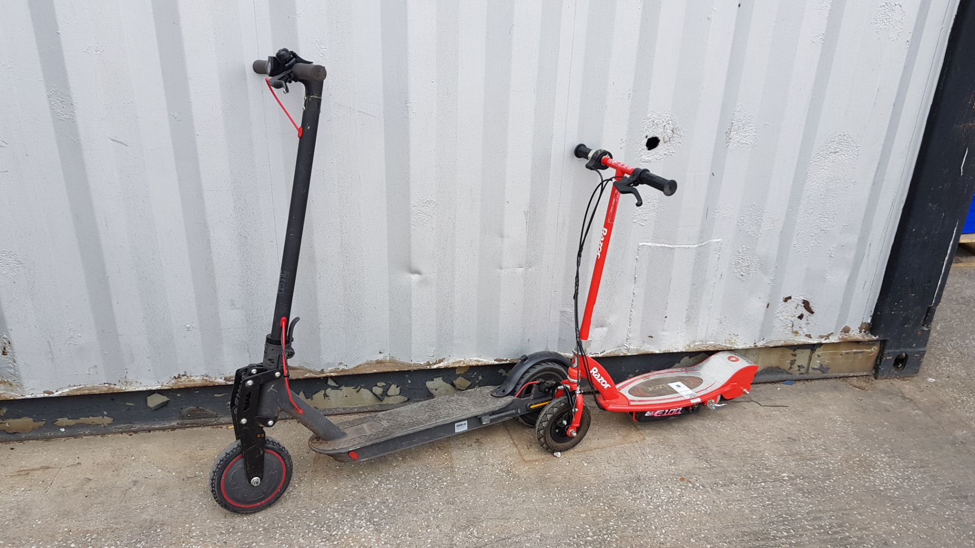 1 X RAZOR ELECTRIC SCOOTER AND 1 X ELECTRIC SCOOTER