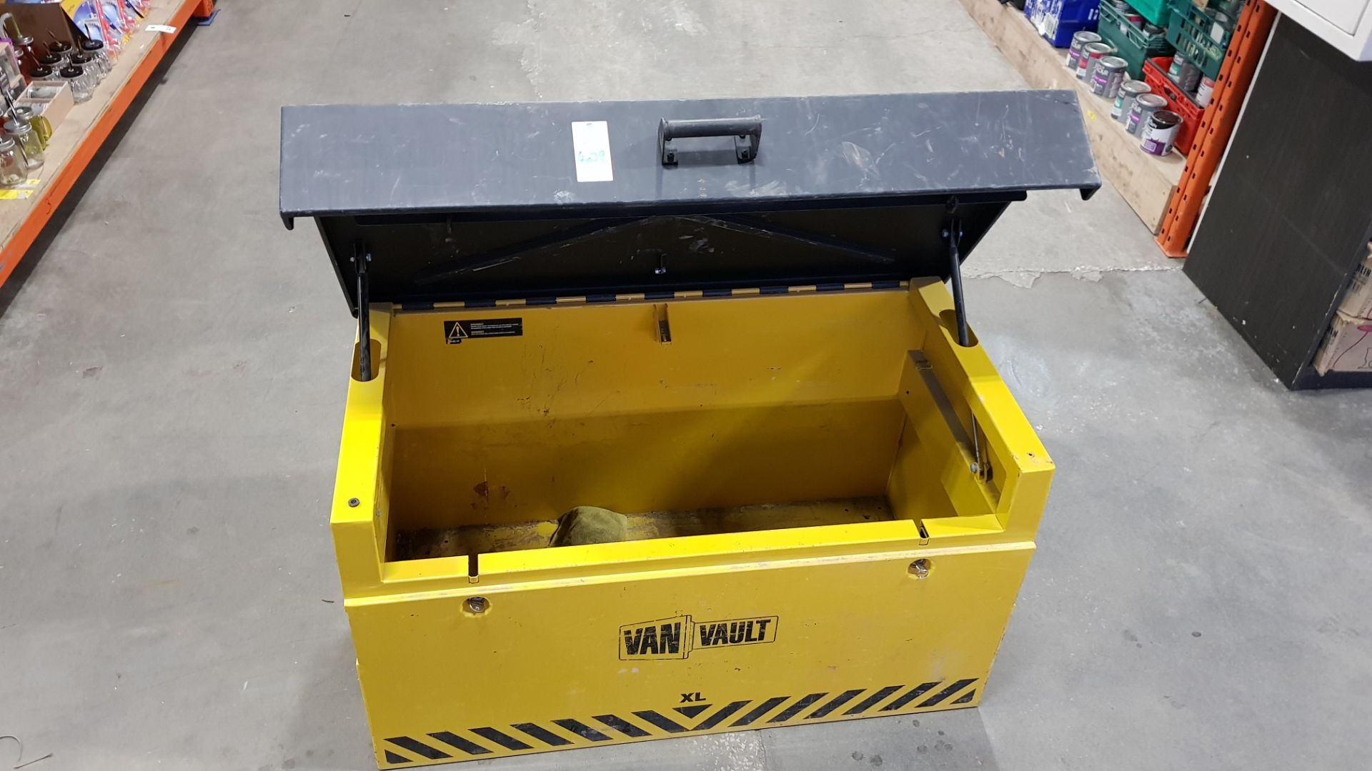 1 X XL VAN VAULT *GOOD CONDITION WITH KEYS SERIAL NUMBER - LM 015406 COLOUR - BLACK & YELLOW