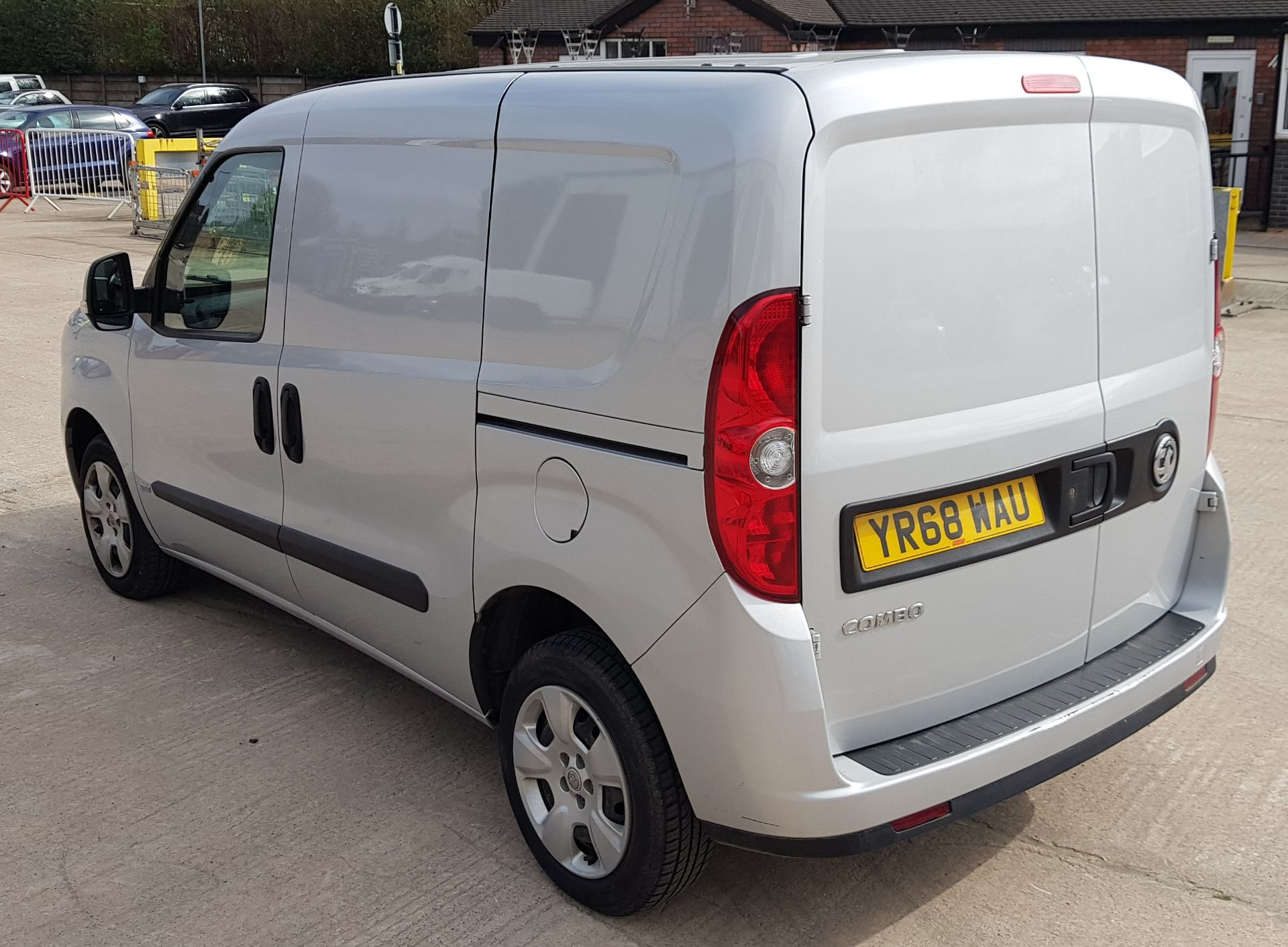 SILVER VAUXHALL COMBO 2000 SPORTIVE CDTI. ( DIESEL ) Reg : YR68 WAU Mileage : 39451 Details: WITH - Image 3 of 7