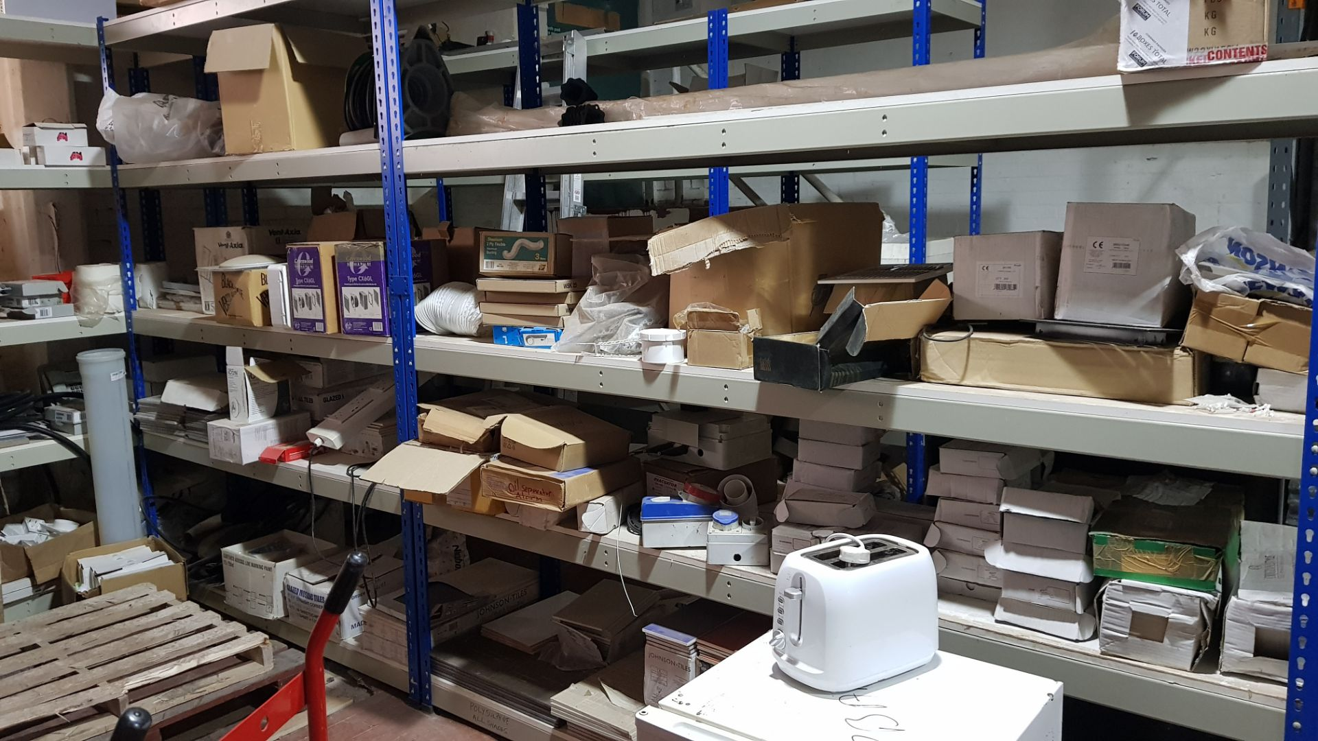 LARGE QUANTITY OF MIXED BUILDING PRODUCTS CONTAINED OVER 14 BAYS TO INCLUDE - BRAND NEW (PRO-ELEC - Image 2 of 3