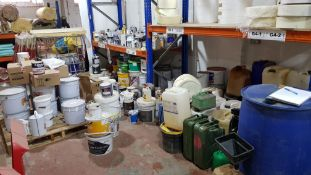 LARGE JOB LOT OF VARIOUS PAINTS/ADHESIVES ETC TO INCLUDE - THERMOGUARD PAINT ACRYLIC, SHOWERPROOFER,
