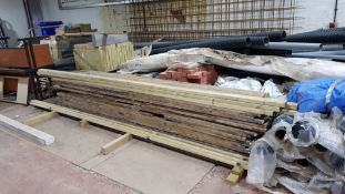 APPROX 42 X FULL LENGTH SCAFFOLDING BOARDS & A FEW ADDITIONAL LENGTHS OF TIMBER