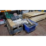 MISC LOT OF BUILDING MATERIALS TO INCLUDE - 2 X PALLETS OF PAVING STONES & TILES + A MOBILE BIN WITH