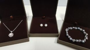 21 X ASSORTED BRAND NEW BOXED GAVI LOT CONTAINING SILVER COLOURED NECKLACE WITH PEARL DETAIL