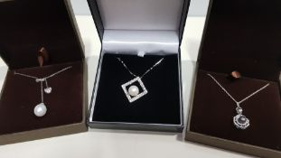 22 X ASSORTED BRAND NEW BOXED GAVI LOT CONTAINING 3 TYPES OF SILVER COLOURED NECKLACE WITH PEARL