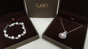 19 X ASSORTED BRAND NEW BOXED GAVI LOT CONTAINING SILVER COLOURED PEARL BRACELET AND SILVER COLOURED