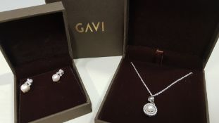 24 X ASSORTED BRAND NEW BOXED GAVI LOT CONTAINING SILVER COLOURED NECKLACE WITH PEARL DETAILED