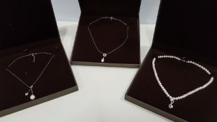 20 X ASSORTED BRAND NEW BOXED GAVI LOT CONTAINING PEARL NECKLACE WITH PENDANT, SILVER COLOURED