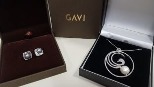 23 X ASSORTED BRAND NEW BOXED GAVI LOT CONTAINING SILVER COLOURED NECKLACE WITH LARGE PENDANT AND