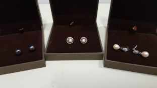 24 X ASSORTED BRAND NEW BOXED GAVI LOT CONTAINING 3 TYPES OF EARRINGS WITH PEARL DETAILS.