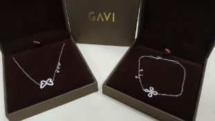 19 X ASSORTED BRAND NEW BOXED GAVI LOT CONTAINING 4 X SILVER COLOURED BRACELET WITH PENDANT AND 15 X