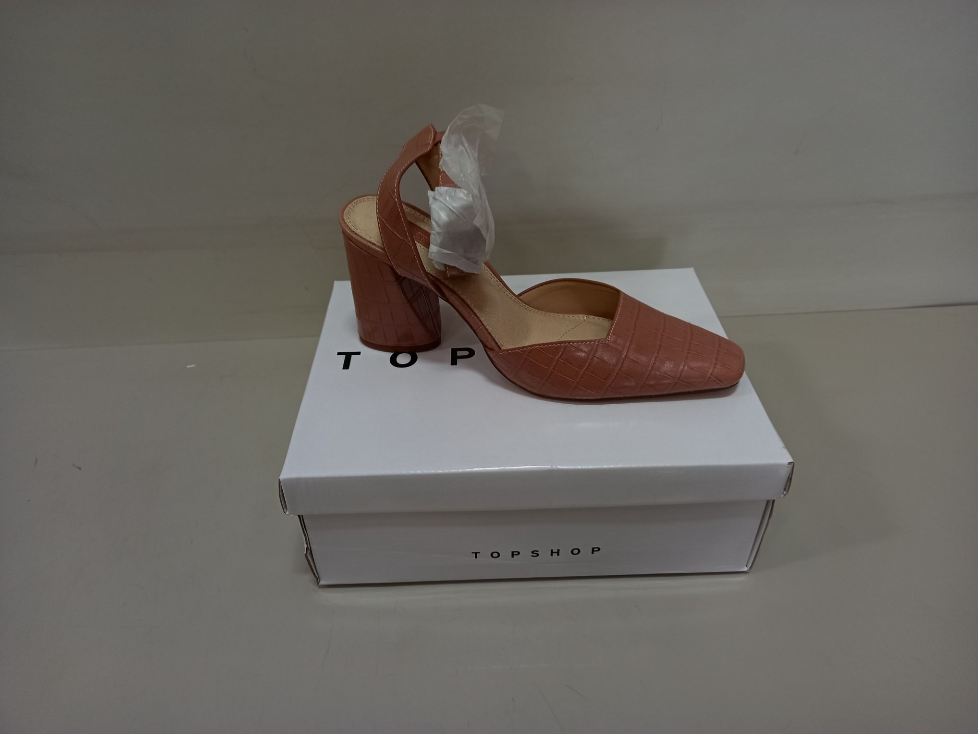 10 X BRAND NEW TOPSHOP GAZE PINK SHOES UK SIZE 6 AND 7 RRP £39.00 (TOTAL RRP £390.00)