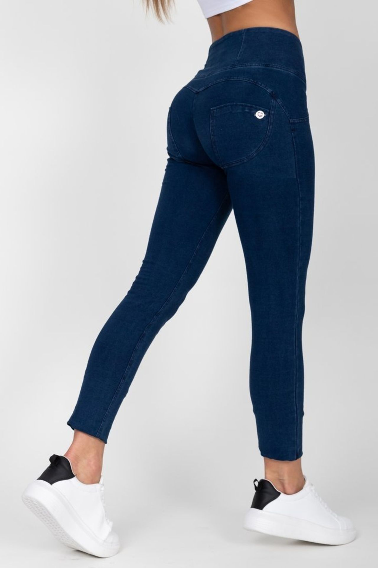 12 X BRAND NEW HUGZ JEANS DESIGNER BRANDED - ALL SIZE 6 - XS - IE. JEANS / FAUX LEATHERS / - Image 4 of 4