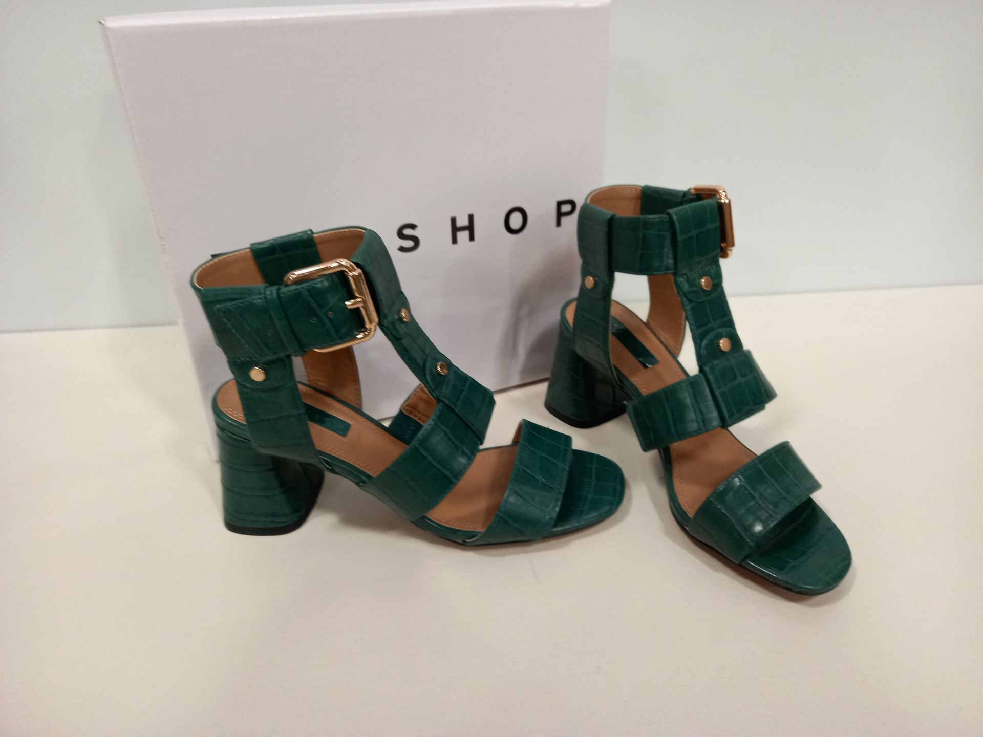 12 X BRAND NEW TOPSHOP DYLAN GREEN SHOES - 6 X UK SIZE 5 AND 6 X UK SIZE 3 RRP £32.00 (TOTAL RRP £