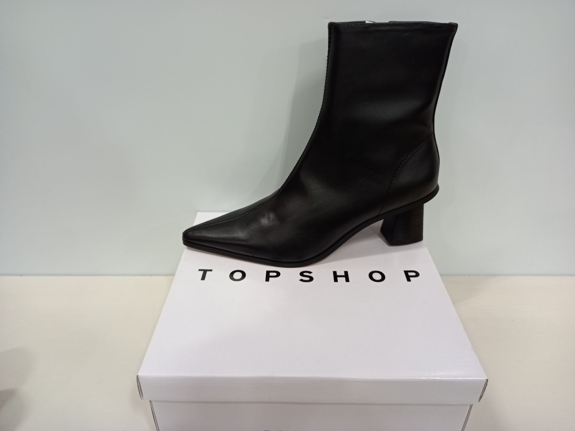 15 X BRAND NEW TOPSHOP SHOES - 10 X HARLOW BLACK SHOES UK SIZE 5 RRP £39.00 AND 5 X MAILE BLACK