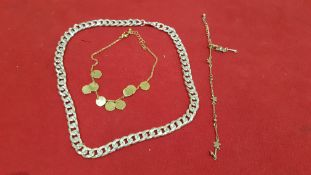 3 PIECE ASSORTED JEWELLERY LOT CONTAINING 1 X SILVER COLOURED CHAIN NECKLACE, 1 X GOLD COLOURED