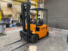 STILL R60-25 ELECTRIC FORK LIFT TRUCK AND CHARGING UNIT (NO PLATE) HOURS: 1034.4 SPECIAL NOTICE:
