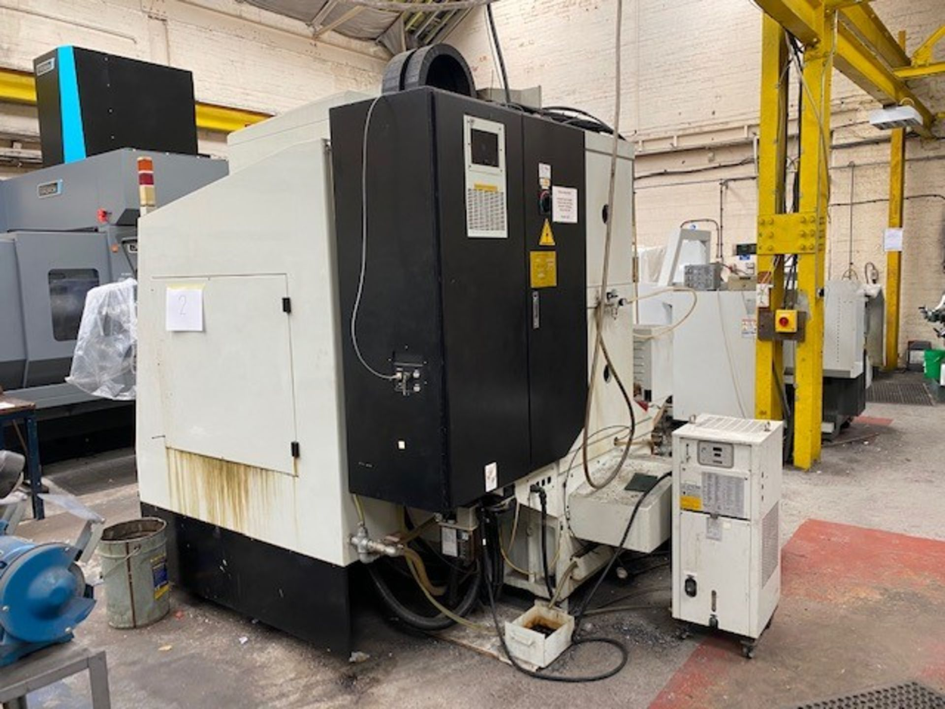 HURCO VMX42T VERTICAL MACHINING CENTRE WITH HURCO ULTIMAX CONTROL UNIT AND WASTE AUGER DOM 22/09/ - Image 4 of 4
