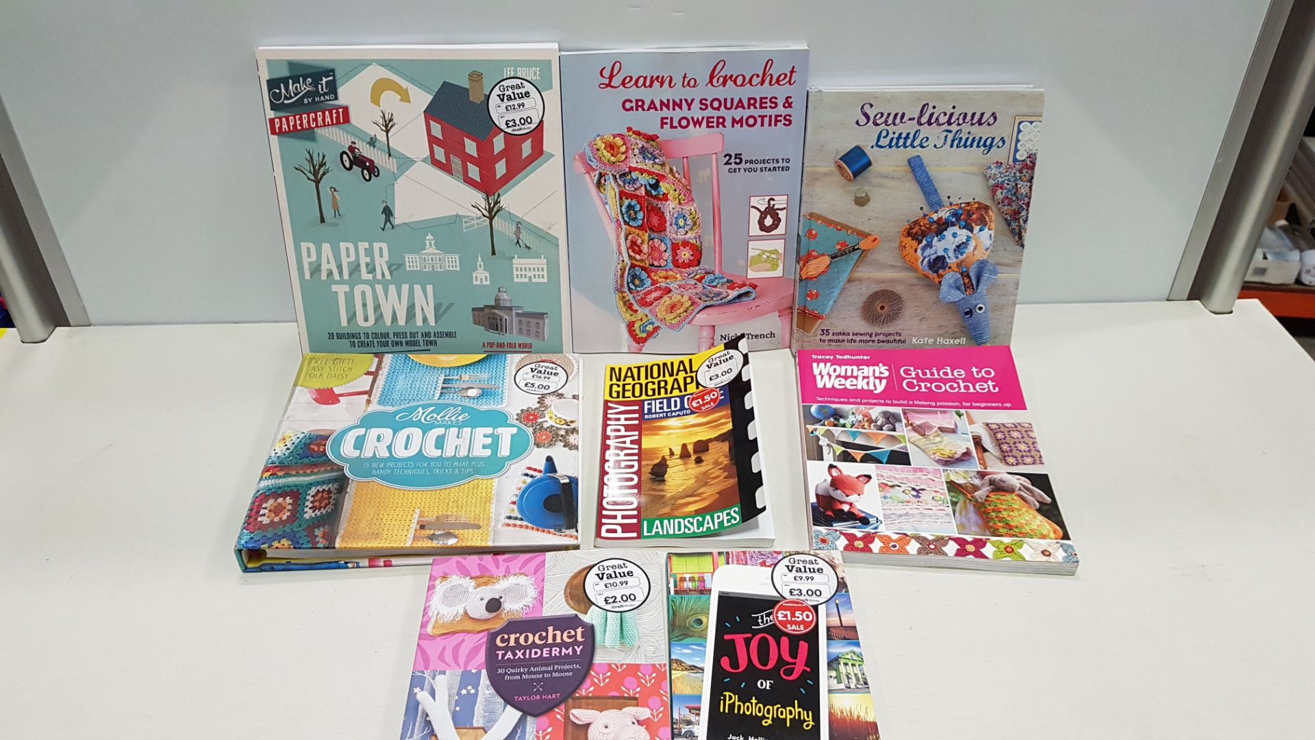 APPROX 200+ BRAND NEW ASSORTED BOOK LOT CONTAINING CROCHET MAKERS, PAPER CRAFT TOWN, GRANNY