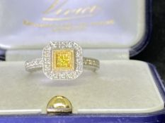 9ct WHITE GOLD WHITE & YELLOW DIAMOND CLUSTER RING - APPROX SIZE M