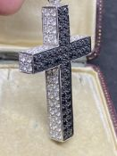18ct GOLD 2.00ct BLACK & 3.00ct WHITE DIAMOND SET CROSS PENDANT
