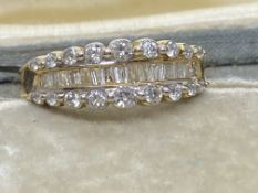 14ct GOLD 1.00ct ROUND & BAGUETTE DIAMONDS SET RING