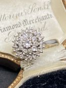 18ct 0.50ct DIAMOND CLUSTER RING
