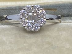 18ct GOLD 0.50ct DIAMOND CLUSTER RING