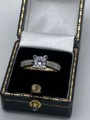 9ct Gold White Stone Set Ring