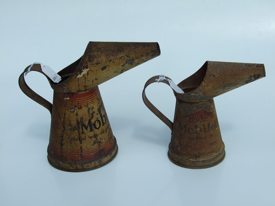 Two vintage Mobiloil oil jugs, quart and pint (2). - Image 5 of 6