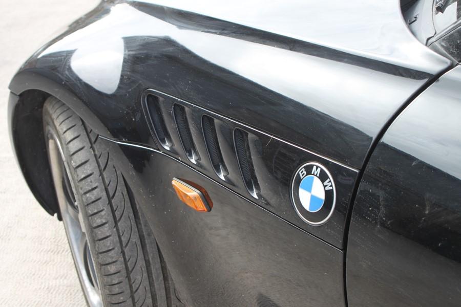 A 1999 BMW Z3 1.8 Roadster, registration number T774 JNW, black. Finished in black with a black - Image 3 of 10