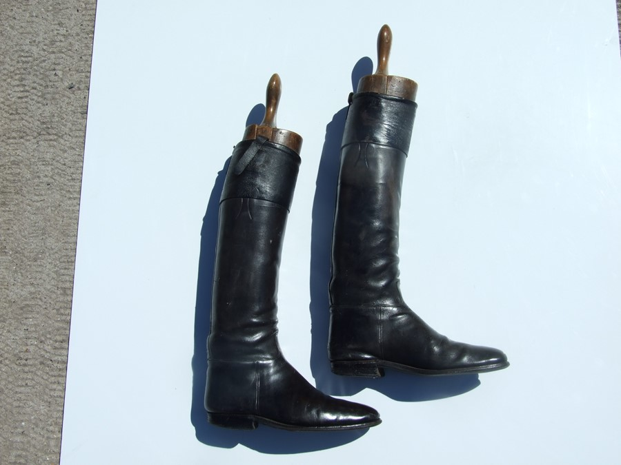 A pair of black leather riding boots with wooden trees.Condition ReportSole measures 29cms and the - Image 5 of 10