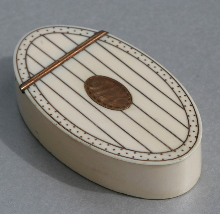 A Georgian ivory oval snuff box with yellow metal decoration and yellow metal oval blank cartouche - Image 2 of 2