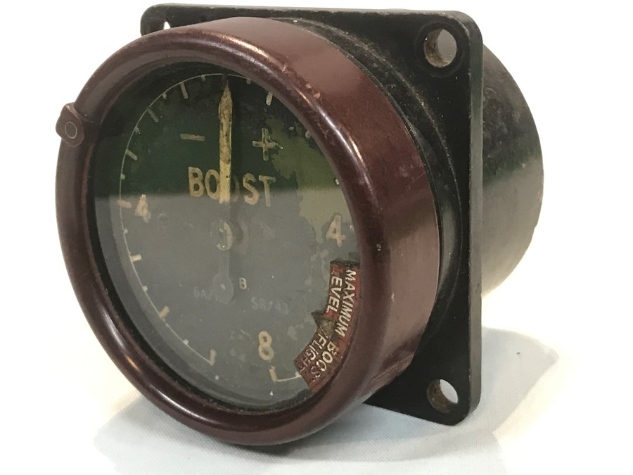A military issue aircraft supercharge boost gauge, 6 cm, 2.5 inches diameter