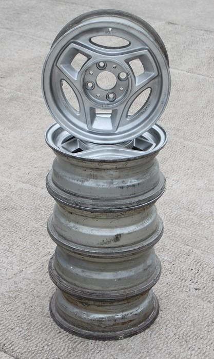 A set of five Chromodora Bertone 5JX13 alloy wheels suitable for a Fiat X19 (5).