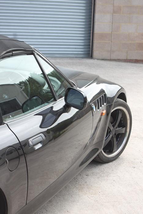 A 1999 BMW Z3 1.8 Roadster, registration number T774 JNW, black. Finished in black with a black - Image 5 of 10