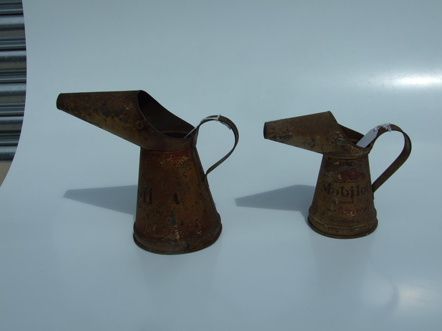 Two vintage Mobiloil oil jugs, quart and pint (2). - Image 3 of 6